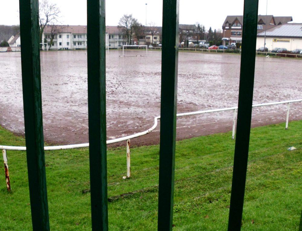 """Zukünftige Nutzung des Sportplatzes dem Sportplatz """"Twelsiek"""" in der Schwebe: Asylanten, Flüchtlinge, Obdachlose, Unterprivilegierte???"""